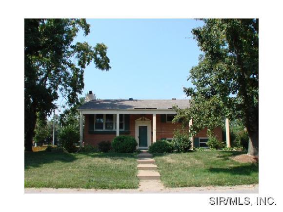 Rental Homes for Rent, ListingId:32354551, location: 408 FONTAINEBLEAU O Fallon 62269