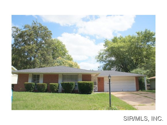 Rental Homes for Rent, ListingId:32591852, location: 303 DOGWOOD Lane Fairview Heights 62208
