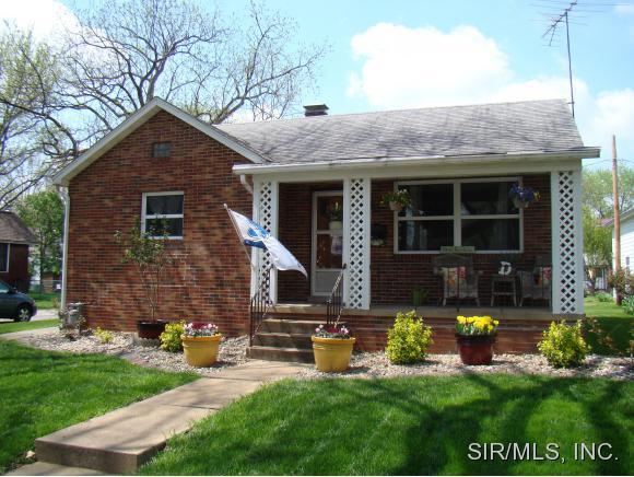 1408 Cypress St, Highland, IL 62249
