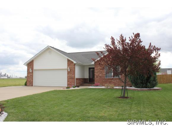Real Estate for Sale, ListingId: 32928649, Wood River,IL62095
