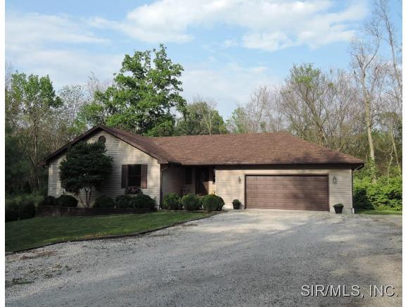 5 acres by Hillsboro, Illinois for sale