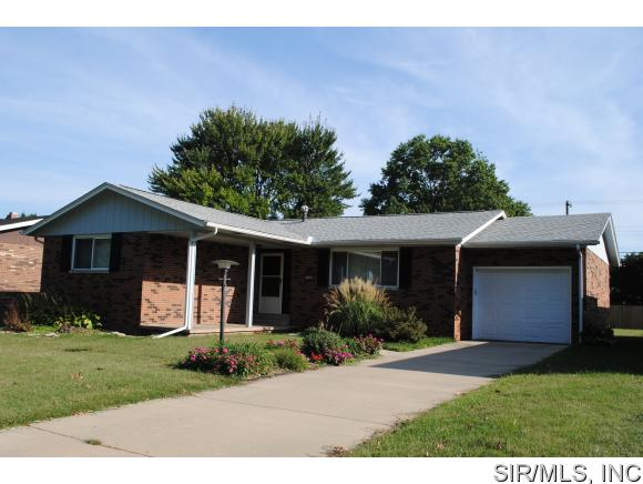 Real Estate for Sale, ListingId: 33555759, Wood River,IL62095