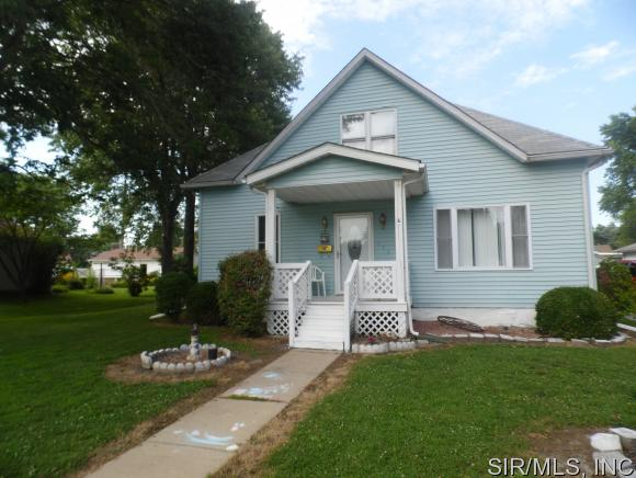 111 W 4th South St, Mount Olive, IL 62069