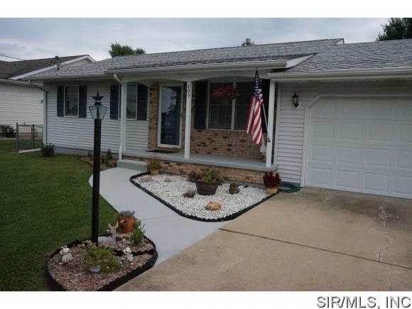 Real Estate for Sale, ListingId: 34581941, Godfrey,IL62035