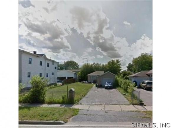 724 S Jackson St, Waukegan, IL 60085