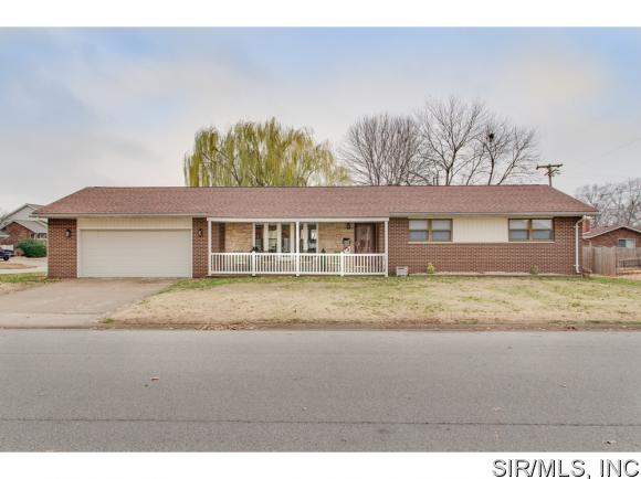190 Red Bud Dr, Wood River, IL 62095
