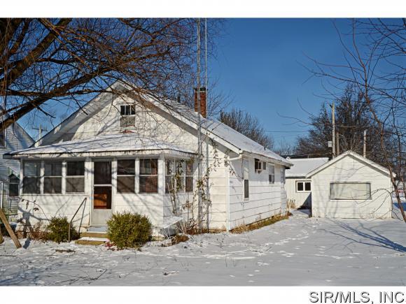 129 W Maple St, Brownstown, IL 62418