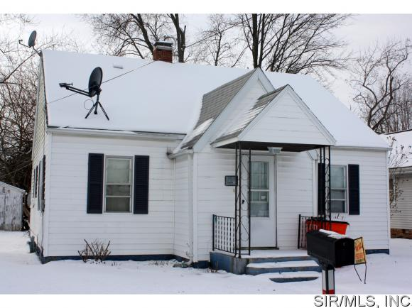 705 S Front St, Ramsey, IL 62080