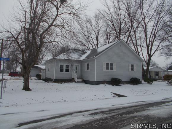 210 W 2nd St, Beckemeyer, IL 62219