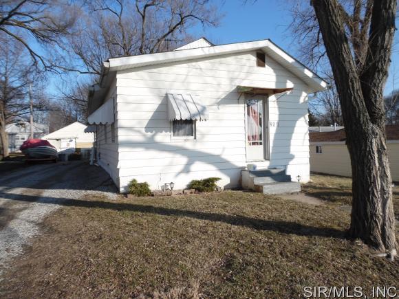 206 Velma Ave, South Roxana, IL 62087