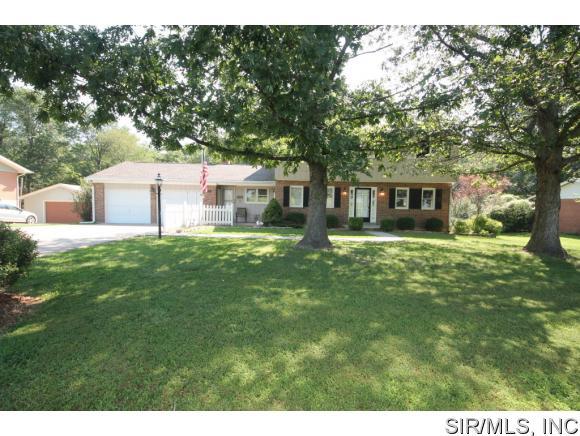 110 Westview Dr, Freeburg, IL 62243