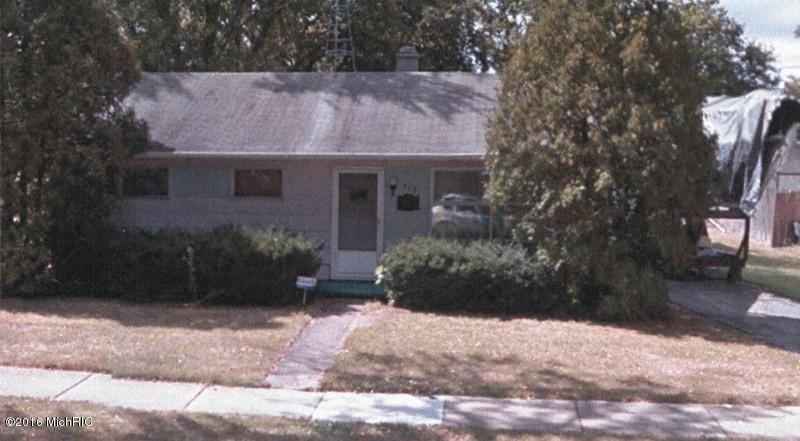 Photo of 712 Maple Street  Three Rivers  MI