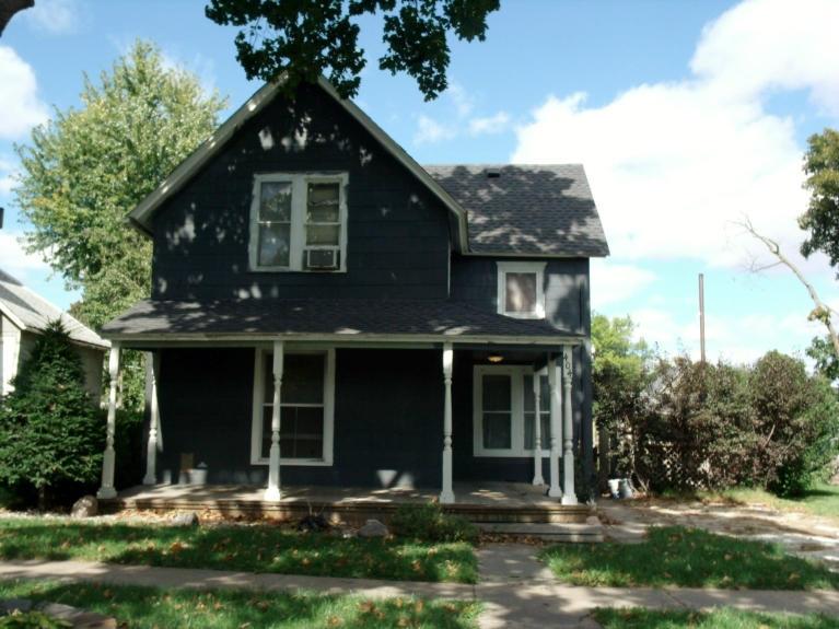 404 Shawnee St, Hiawatha, KS 66434