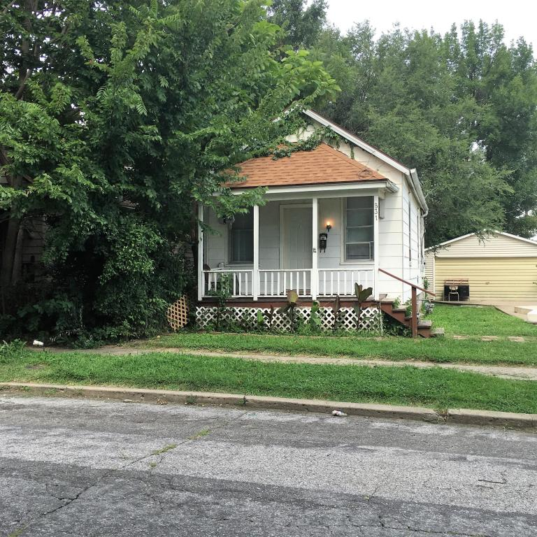 Photo of 831 S 20th St  St Joseph  MO