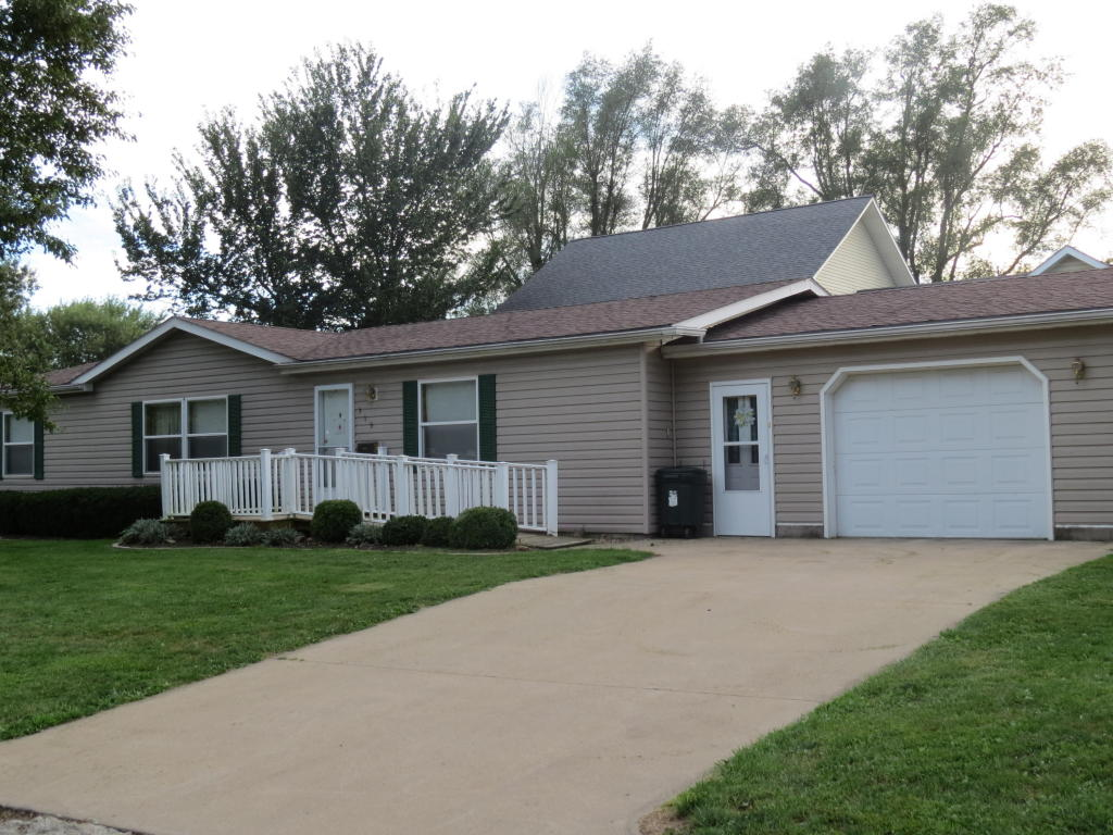 Photo of 319 N Locust St  Stanberry  MO