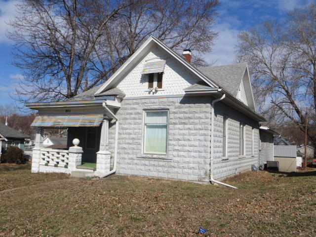 Photo of 801 E Hyde Park Ave  St Joseph  MO
