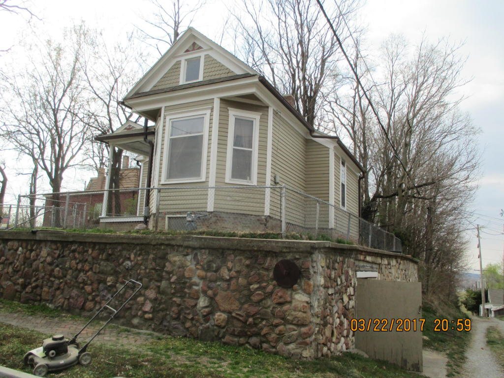 Photo of 212 W Isabelle St  St Joseph  MO