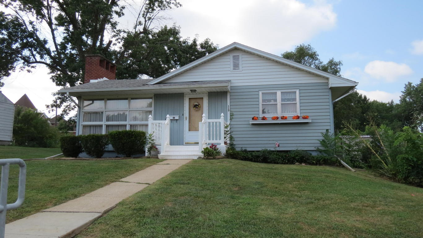 Photo of 115 W 4th St  Stanberry  MO