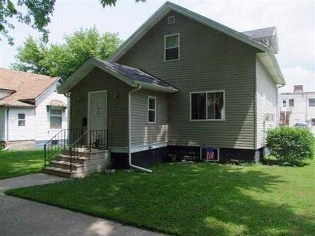 721 Michigan St, Storm Lake, IA 50588