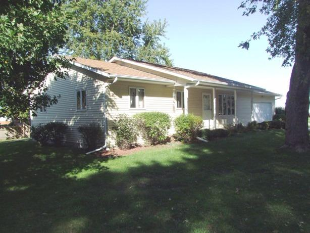 1105 E 8th St, Storm Lake, IA 50588