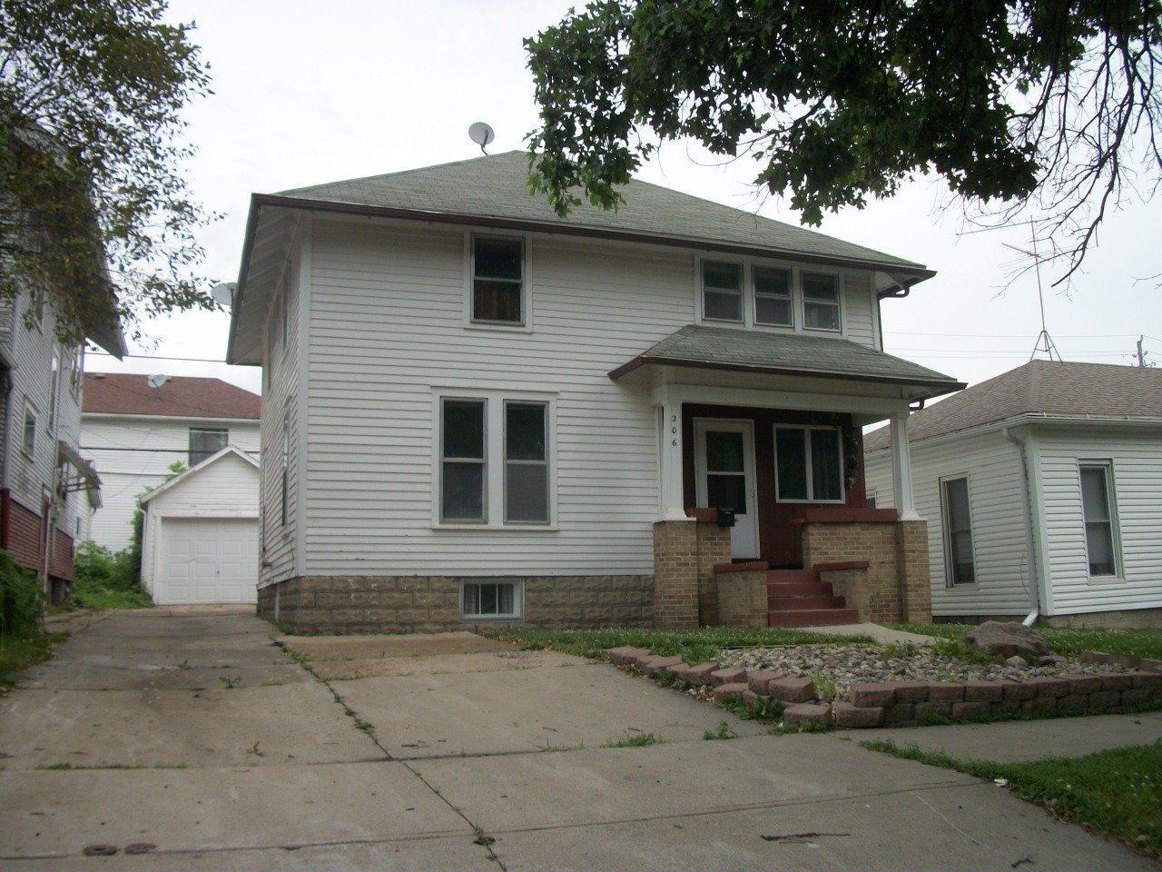 Photo of 206 East Maple Street  Cherokee  IA