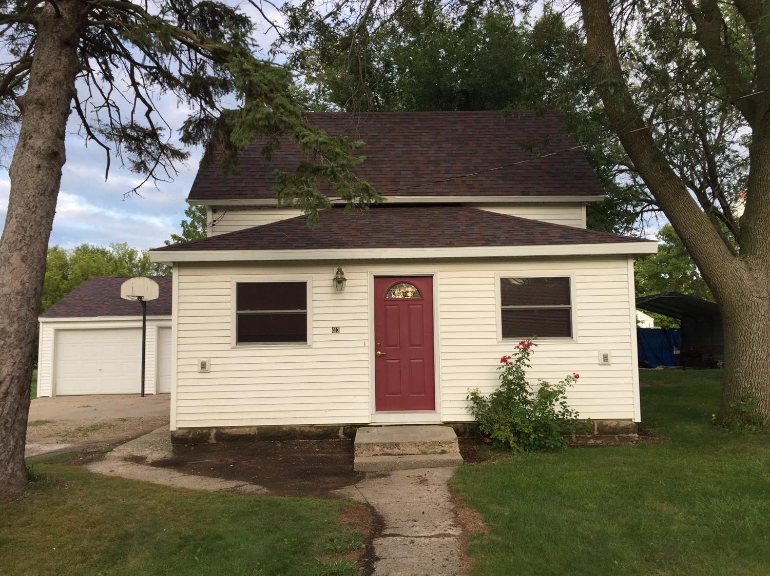 413 Church St, Linn Grove, IA 51033