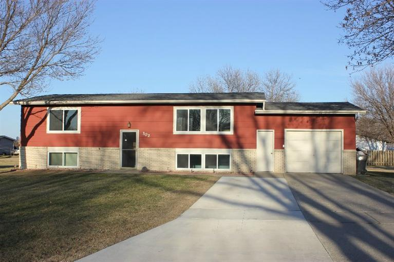 302 36th Ave W, Spencer, IA 51301