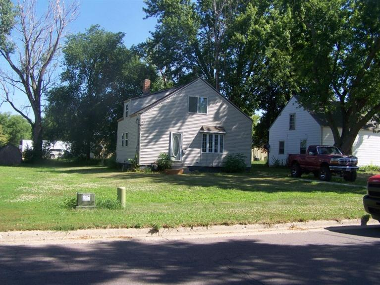 1515 5th Ave N, Estherville, IA 51334