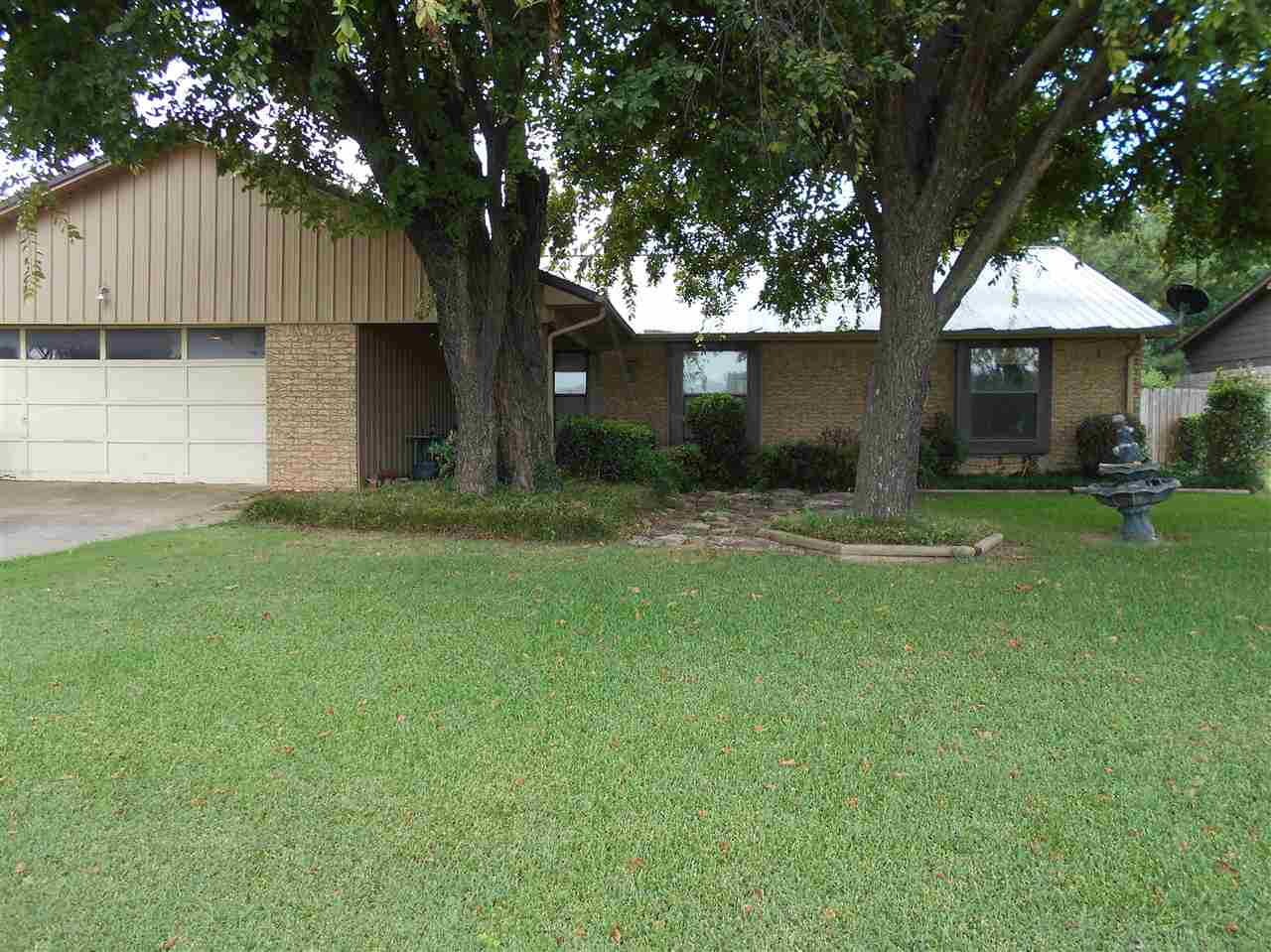 Photo of 406 Lakeview Drive  Healdton  OK