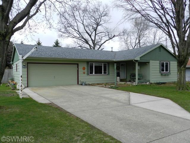 604 Fairlawn Dr, Dowagiac, MI 49047