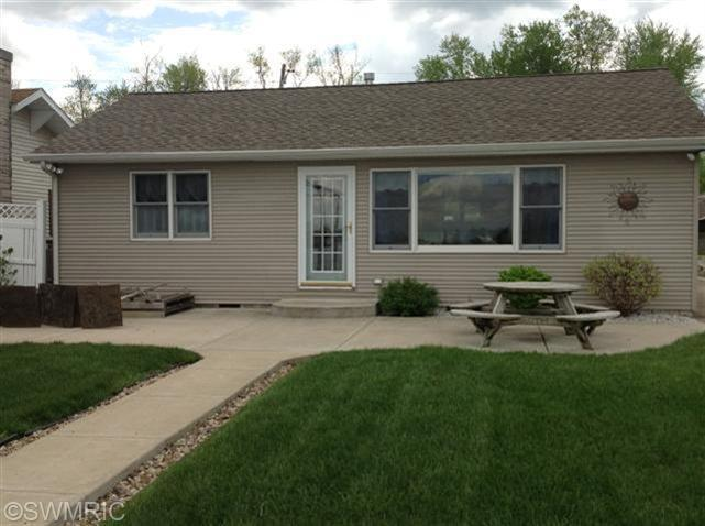 68252 Channel Pkwy, Edwardsburg, MI 49112
