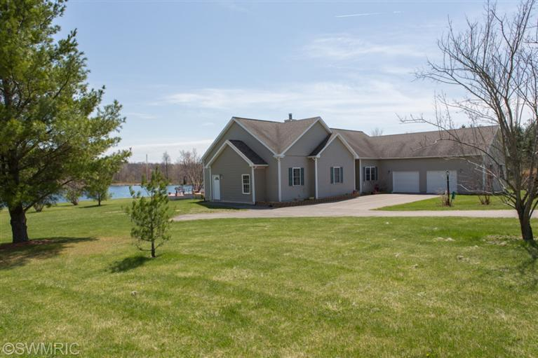 14355 Willow Trace Dr, Hudson, MI 49247