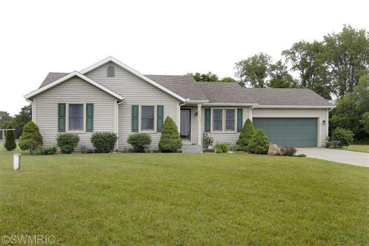 26780 Redfield St, Edwardsburg, MI 49112