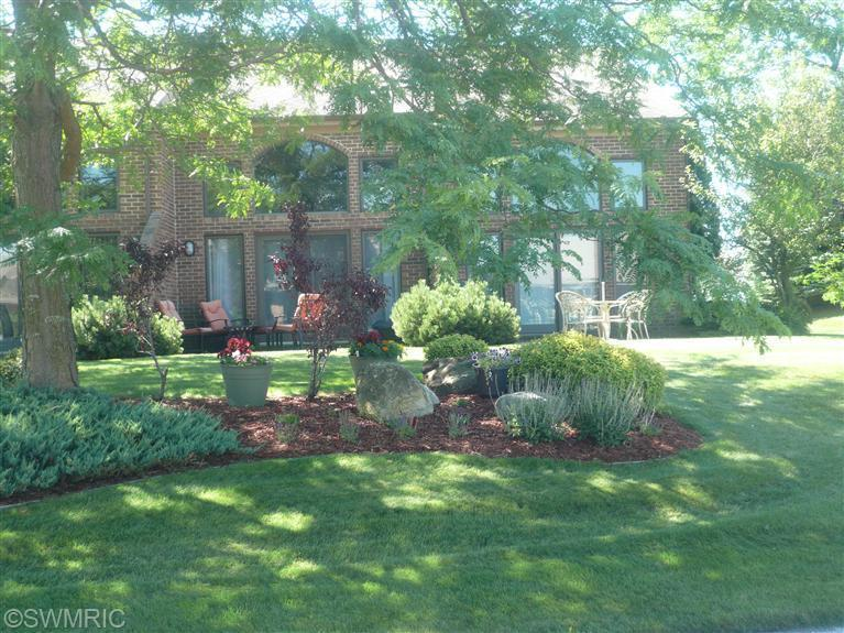 214 Harbor Dr, Ludington, MI 49431