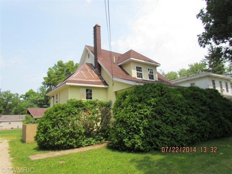 403 E Prairie Ronde St, Dowagiac, MI 49047