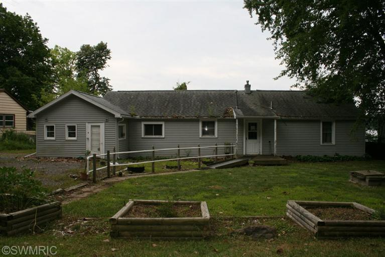 12509 S Crystal Lake Rd, Cement City, MI 49233