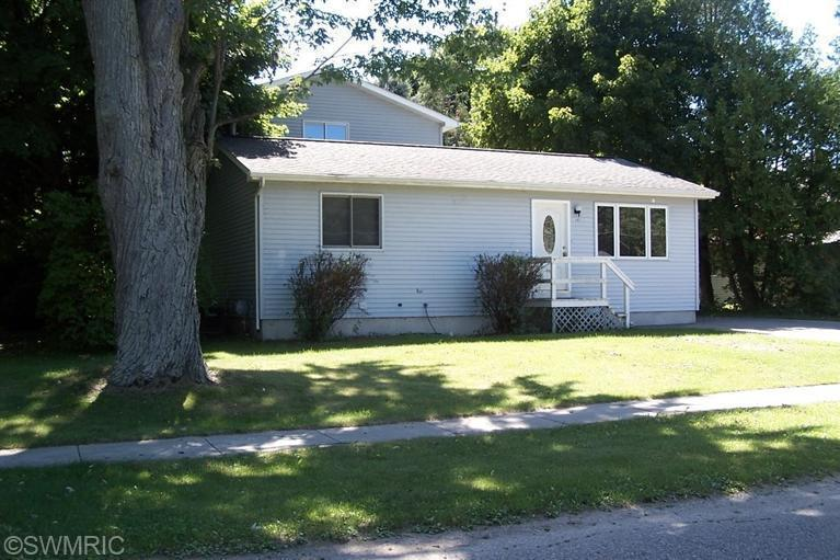 144 E Cottage Ave # 6, Shepherd, MI 48883
