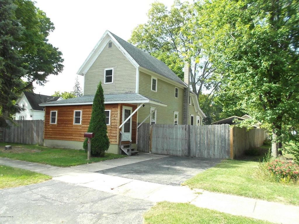 105 Florence Ave, Dowagiac, MI 49047