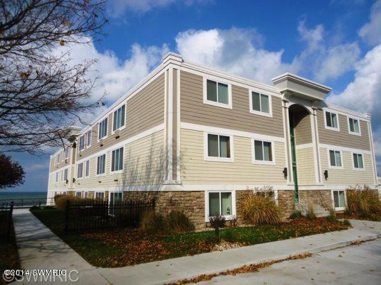 225 N Shore Dr # 7, South Haven, MI 49090