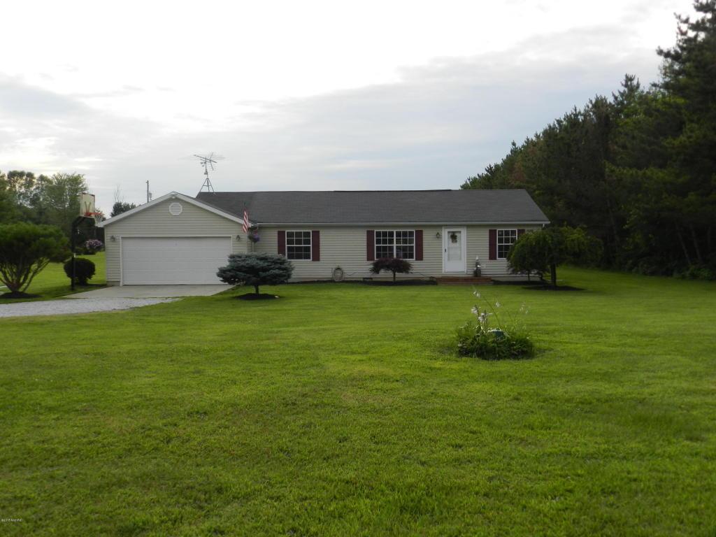 70060 Sherman Rd, Edwardsburg, MI 49112