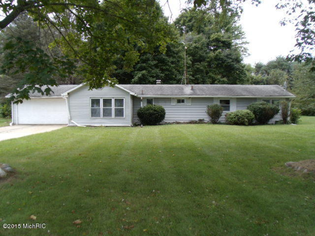 52420 County Road 687, Hartford, MI 49057