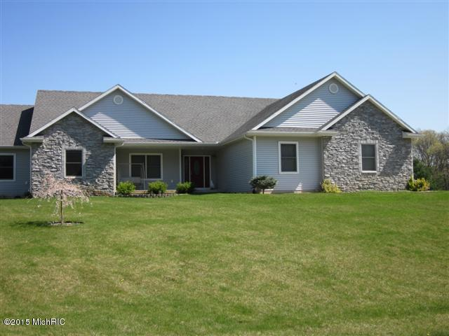 66217 Blackberry Rd, Edwardsburg, MI 49112