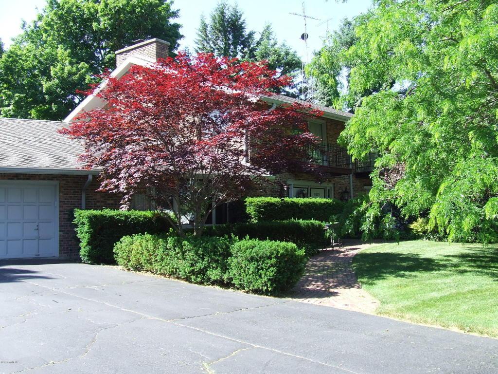 Photo of 1631 Park Drive  Benton Harbor  MI