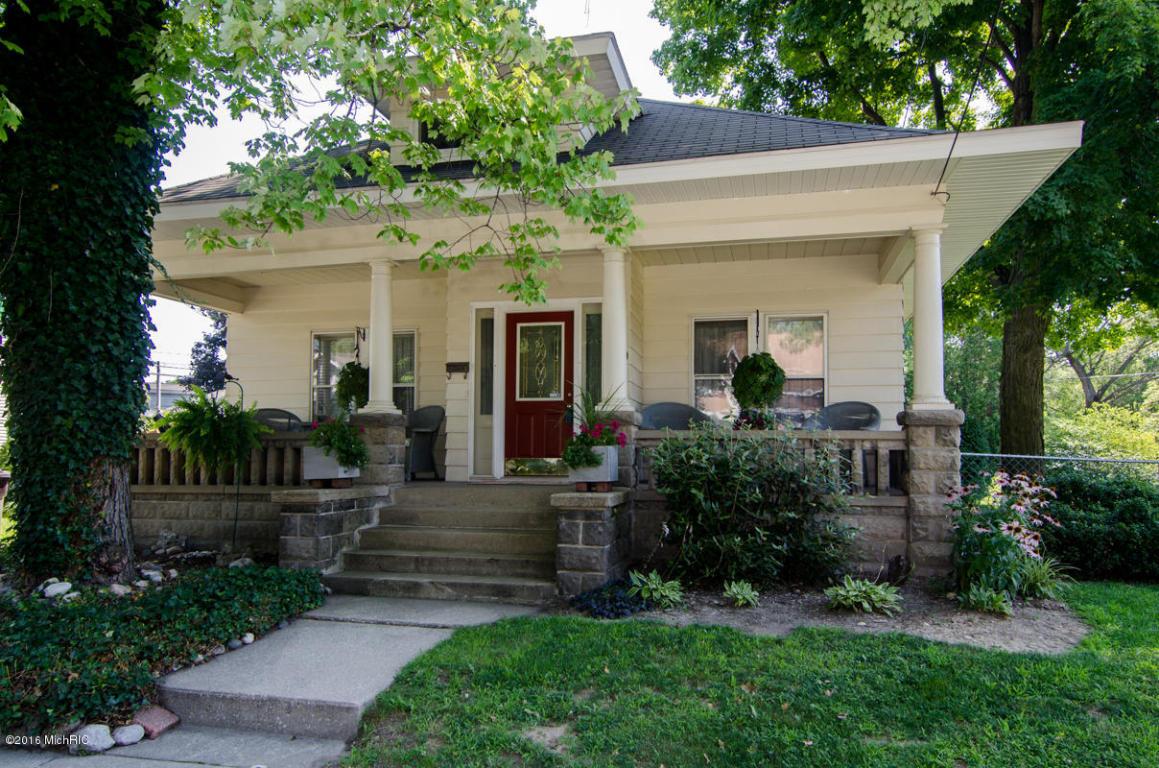 Photo of 203 S Oak Street  Buchanan  MI