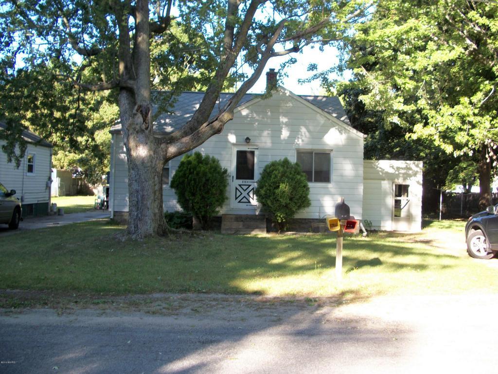 Photo of 816 Allen Drive  Benton Harbor  MI
