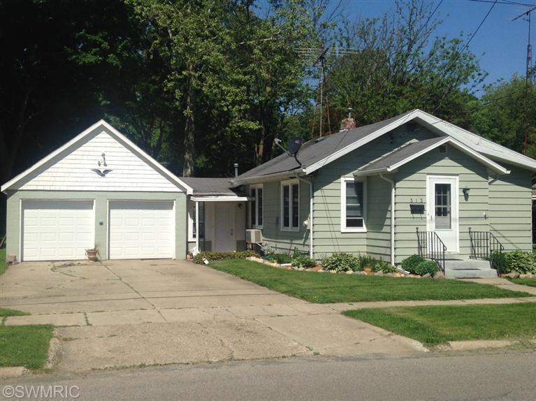 Photo of 313 Chippewa Street  Buchanan  MI