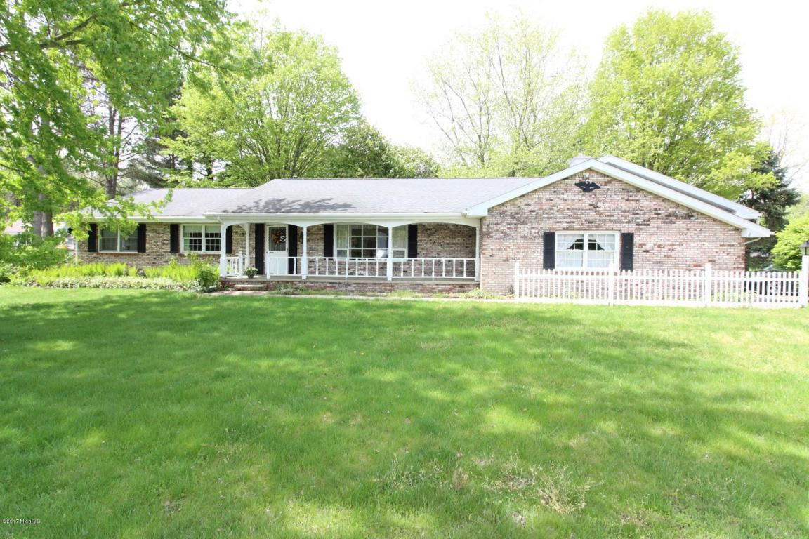 Photo of 1518 Oak Terrace  Stevensville  MI