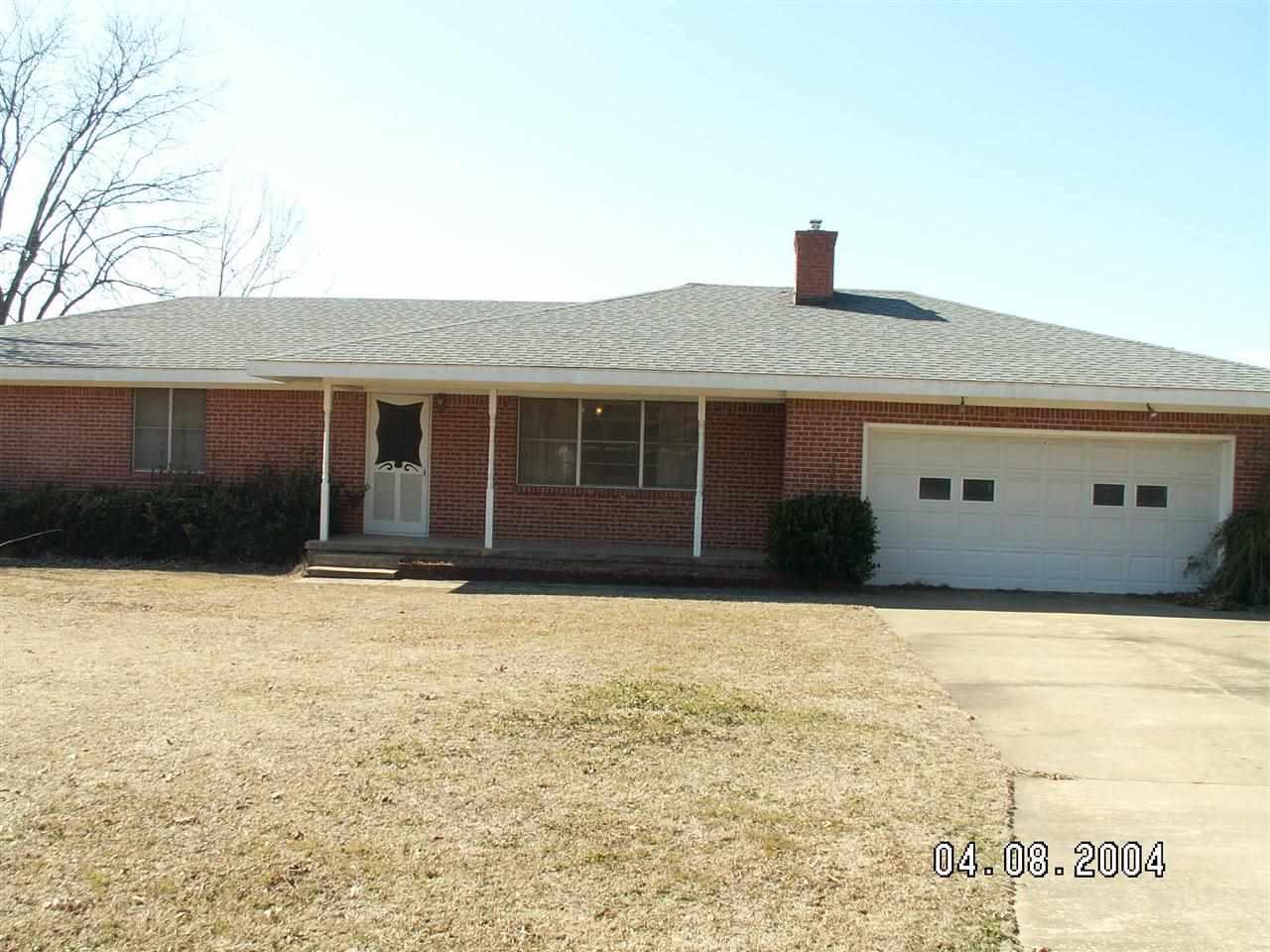 702 S Choctaw St, Caddo, OK 74729