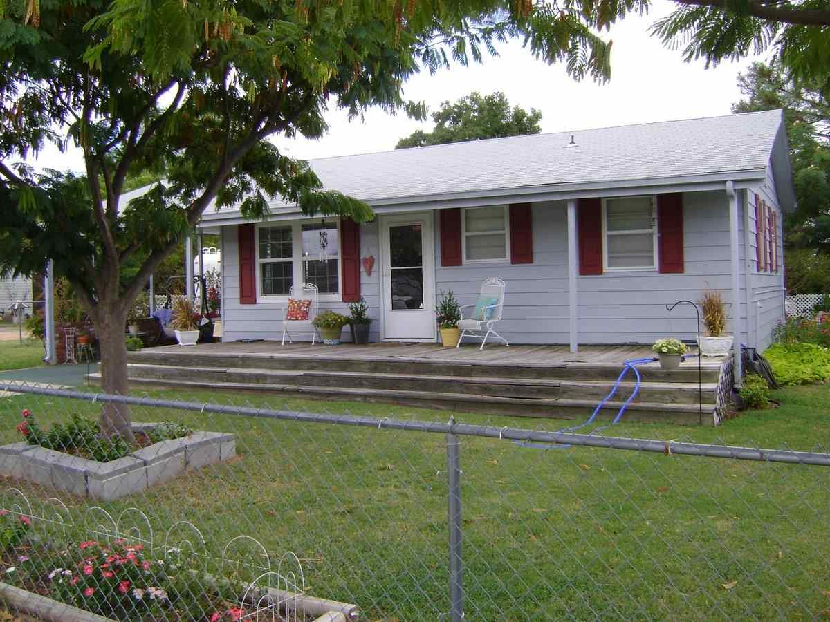 7710 Thomas Ave, Kingston, OK 73439