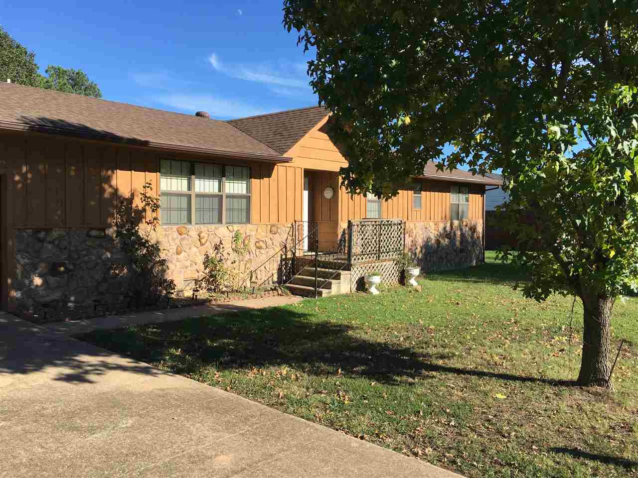Photo of 1412 S Lowry  Atoka  OK